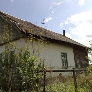 Крепкий кирпичный дом на берегу реки Нерль в дер. Урусобино